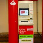 Como sacar dinheiro no caixa eletrônico Santander